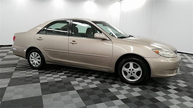 pre owned 2005 toyota camry xle 4d sedan in long island city 25989 major world. Black Bedroom Furniture Sets. Home Design Ideas